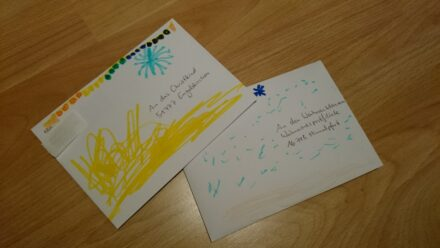 Leonie schreibt dem Weihnachtsmann und dem Christkind