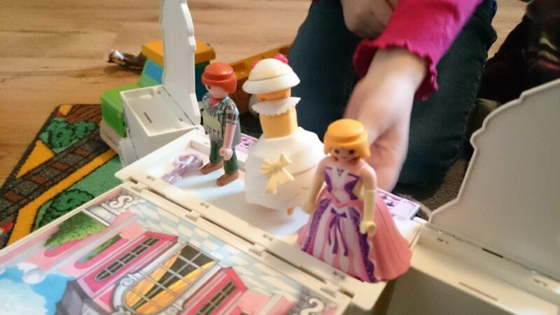 Klipp-Klapp Losgespielt! Das Aufklapp-Spiel-Box-Schlösschen von Playmobil