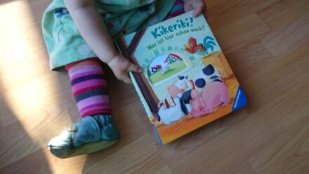 """Zum Welttag des Buches: """"Kikeriki! Wer ist hier schon wach?"""" + Gewinnspiel"""