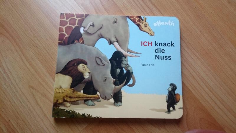 ICH knack die Nuss: Vom kleinen Gorilla, der es unbedingt allein schaffen will