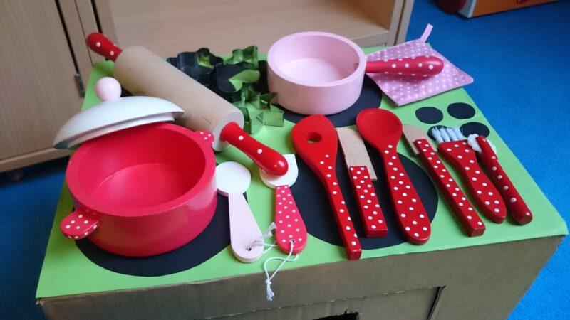 Kochen und backen mit JaBaDaBaDo: Farbenfrohe Helferlein in der Kinderküche + Gewinnspiel