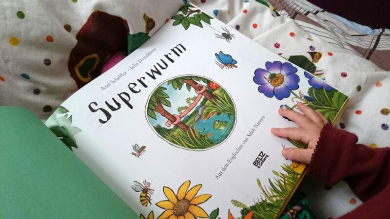 Superwurm, der Superheld, ist der tollste Wurm der Welt!