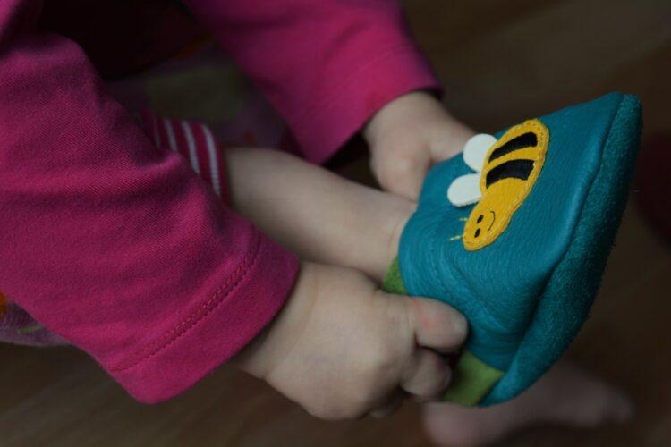 Pololo Save the Bees Biene Bienen Susi Lederpuschen Krabbelschuhe Hausschuhe