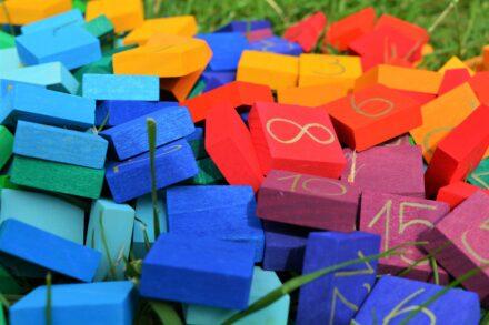 Spielend abtauchen in die regenbogenfarbige Mathematik! + Gewinnspiel