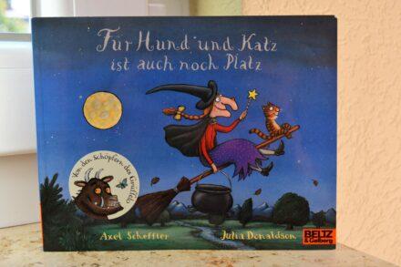Für Hund und Katz ist auch noch Platz: Ein Hexenabenteuer von Axel Scheffler und Julia Donaldson