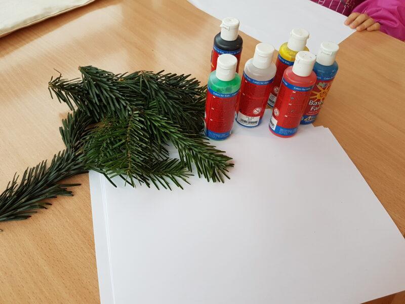 kreativ zur weihnachtszeit malen mit tannenzweigen kinderchaos familienblog. Black Bedroom Furniture Sets. Home Design Ideas