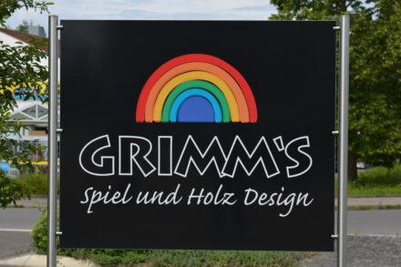 Farbenfroh und natürlich wie ein Regenbogen: Unser Besuch bei Grimm´s – Spiel und Holz Design!