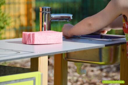 Unsere Matschküche: Frisch gekocht – im Garten! + Gewinnspiel (Werbung)