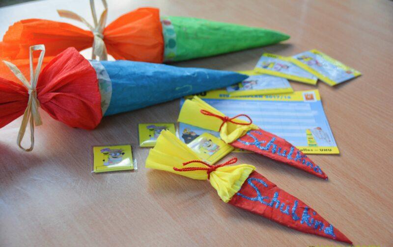 """UHU """"Back to School 2017"""": Wir basteln Schultüten und Anstecker aus Pappmaché + GEWINNSPIEL"""