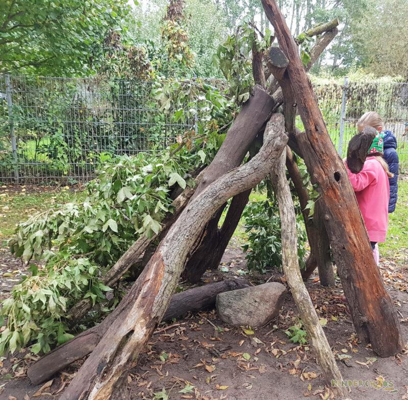 Buden bauen Baumstämme