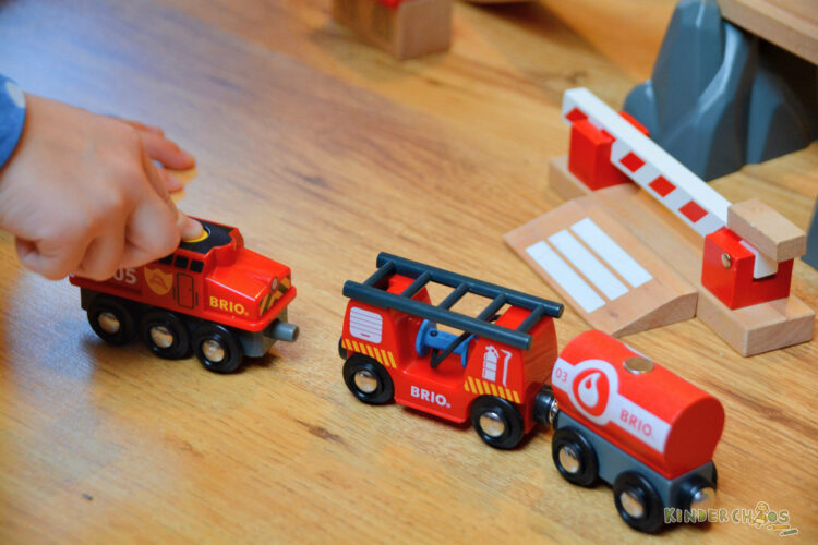 BRIO Feuerwehr Feuerwehrlöschzug Holzeisenbahn Kinderspielzeug Holzspielzeug