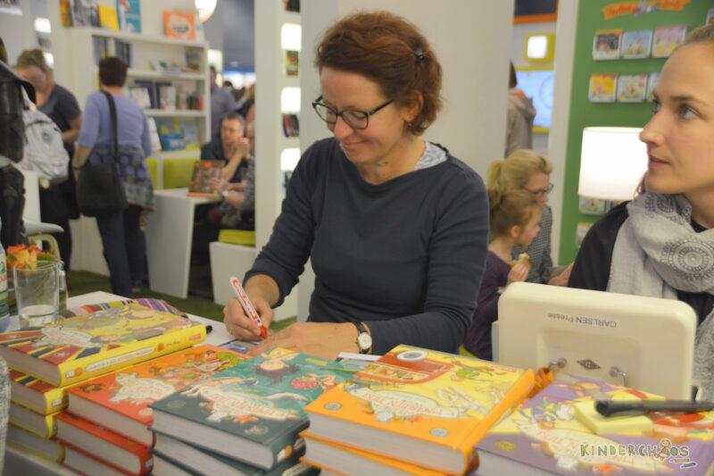Frankfurter Buchmesse Margit Auer Die Schule der magischen Tiere Autogramm