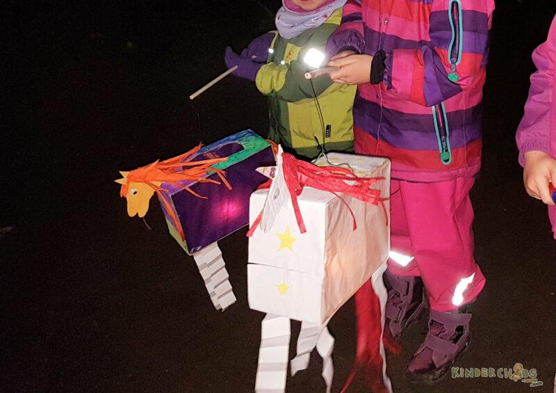 Unser Wochenende in Bildern – KW 45: Ein Experiment, ein Laternenumzug, Ribbeck und eine Überraschung!