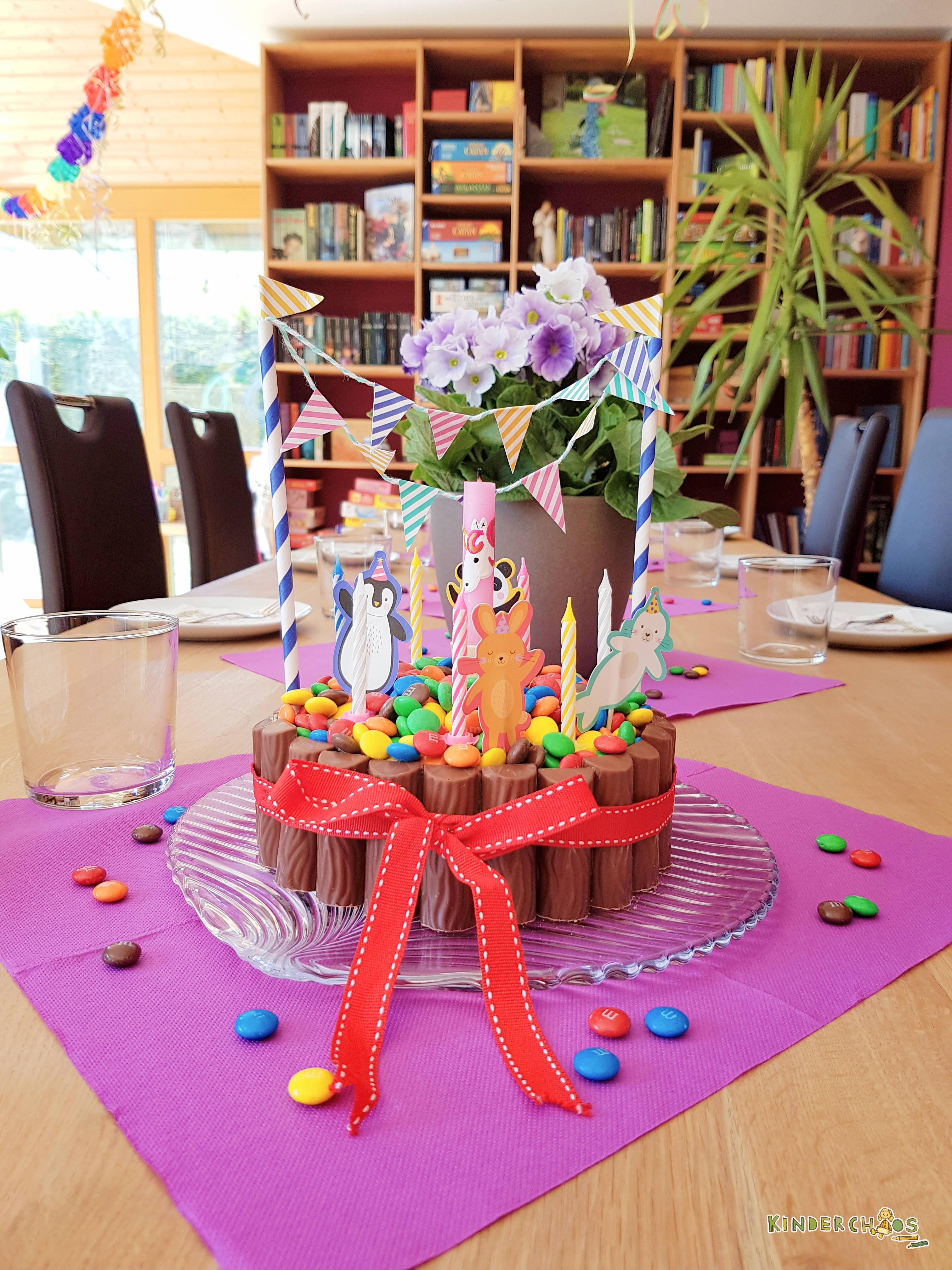 Eine Kunterbunte Pool Torte Aus Schokolade Fur Leonies Poolparty