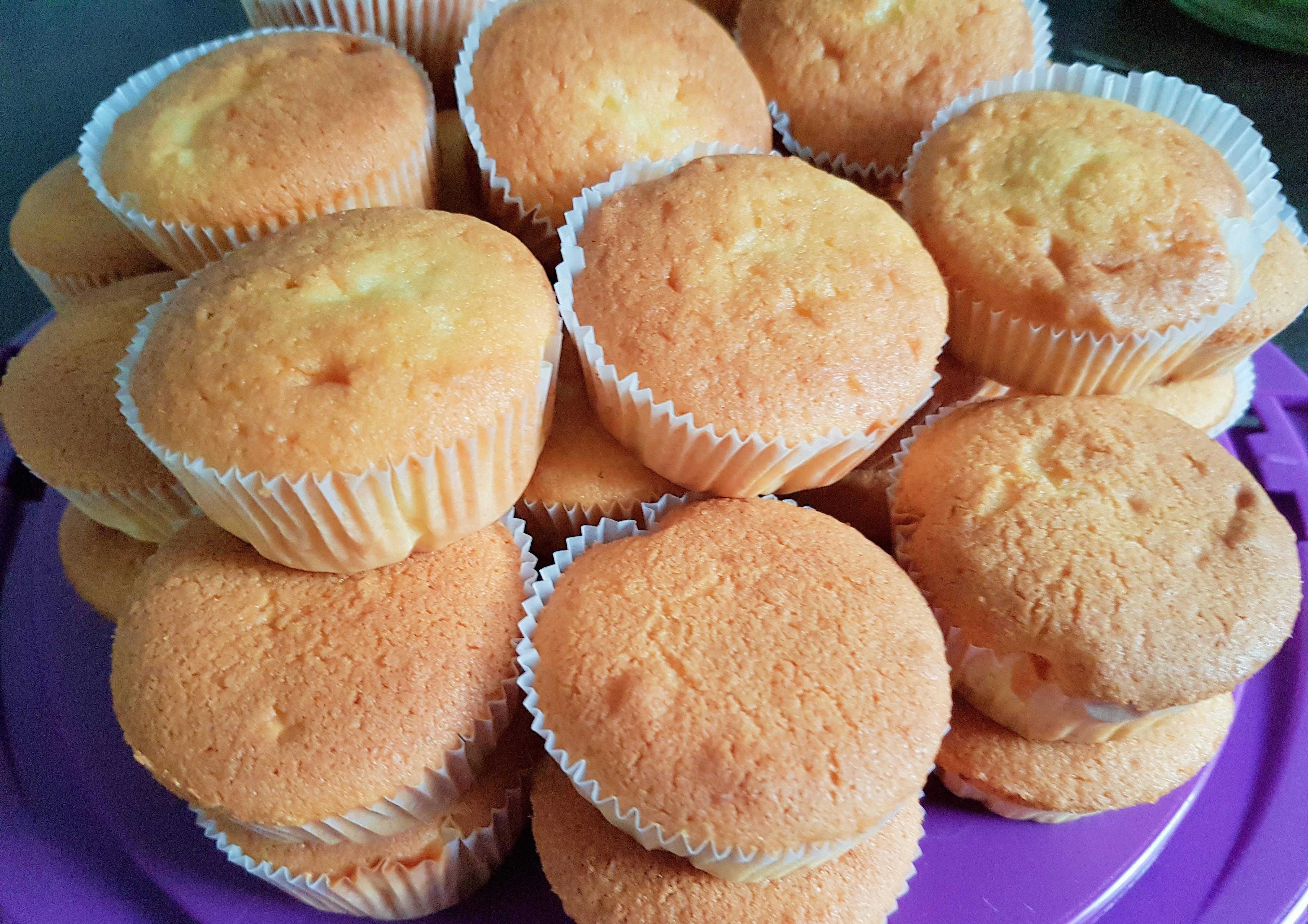 luftig leckere muffins mit einer s en vanille orange note. Black Bedroom Furniture Sets. Home Design Ideas