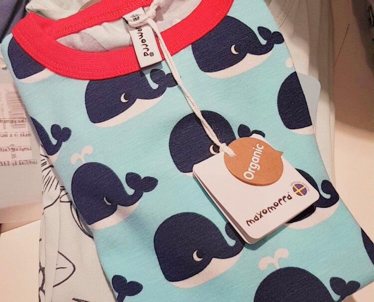 Hug & Grow Berlin Onlineshop Laden Berlin nachhaltig Kinderkleidung Kinder Familie skandinavisch bio GOTS Baby Maxomorra