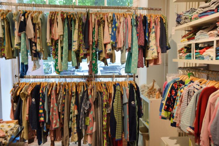 Hug & Grow Berlin Onlineshop Laden Berlin nachhaltig Kinderkleidung Kinder Familie skandinavisch bio GOTS Baby