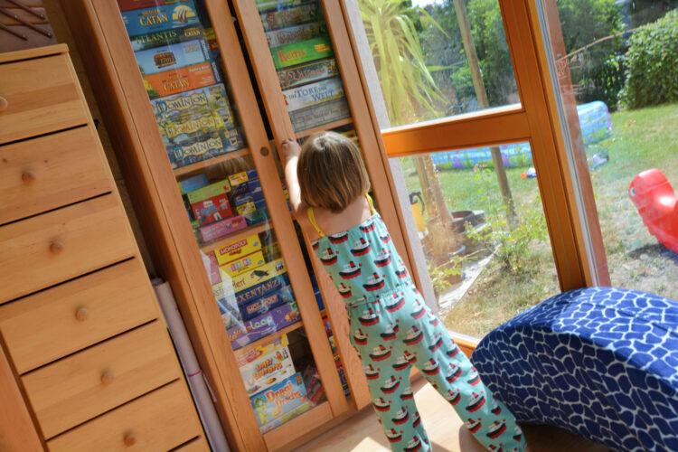 BioKinder Bio Regal Schrank Lara Erle Erlenholz Massivholz Kinderzimmer Möbel Spiele Spieleschrank Bücherregal