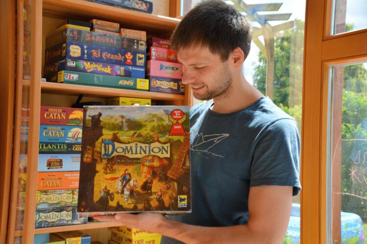 BioKinder Bio Regal Schrank Lara Erle Erlenholz Massivholz Dominion Kinderzimmer Möbel Spiele Spieleschrank Bücherregal