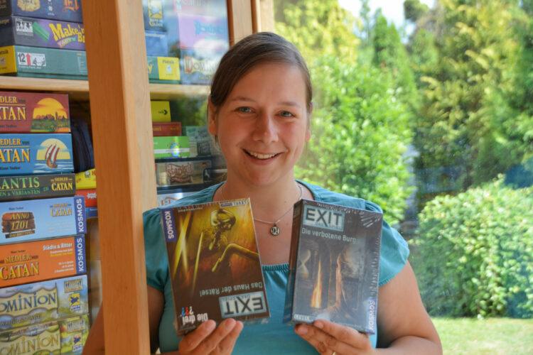 BioKinder Bio Regal Schrank Lara Erle Erlenholz Massivholz Kinderzimmer Möbel Spiele Spieleschrank Exit Das Spiel Bücherregal