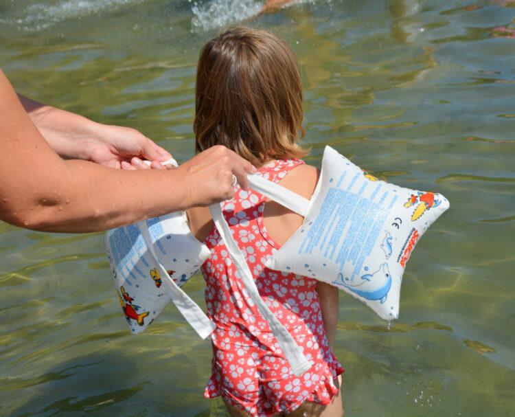 Schlori Schwimmkissen zusammenbinden