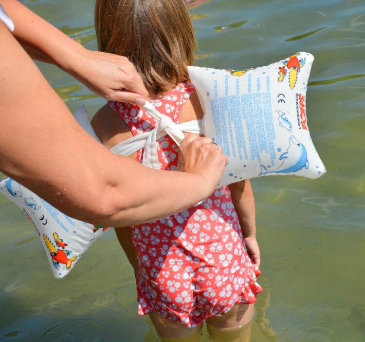 Schlori Schwimmkissen festbinden