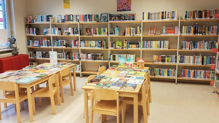 Jugendbücher in der Bibliothek Kladow