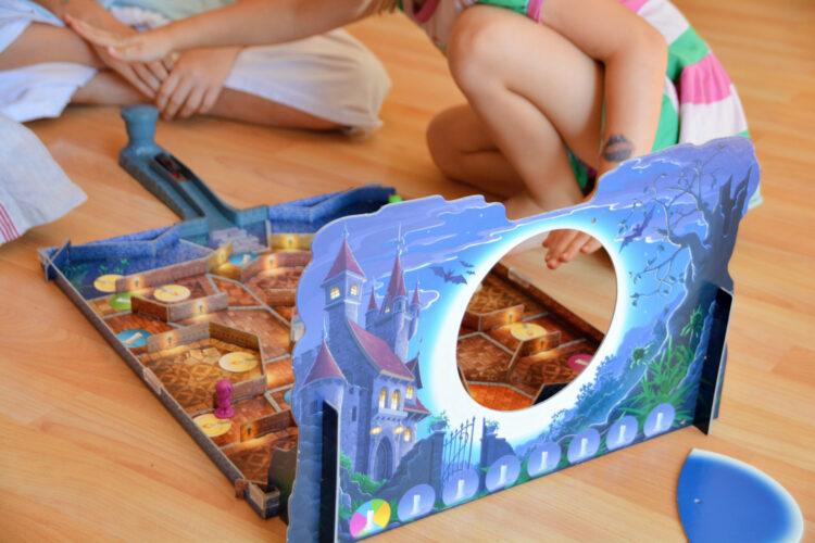 Kinder spielen Kakerlacula von Ravensburger