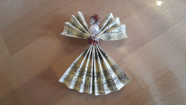 Weihnachtsengel aus Notenblättern