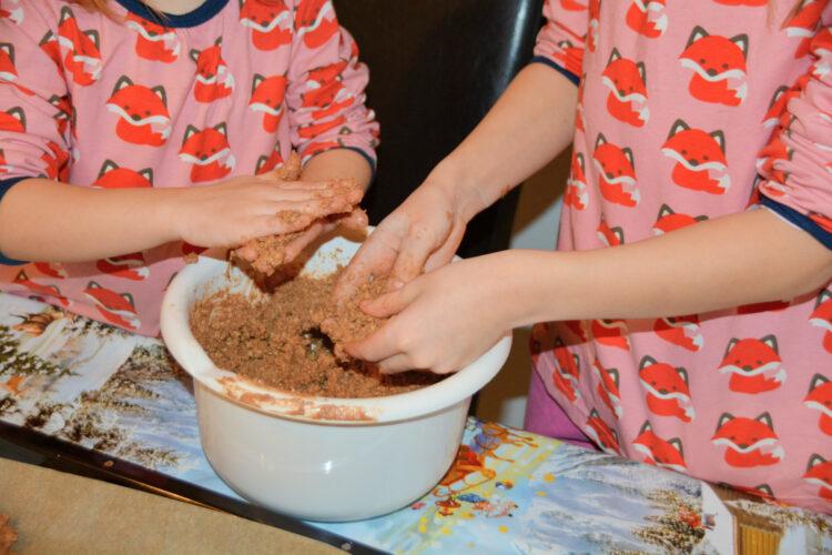 Haferflockenplätzchen mit Kindern backen