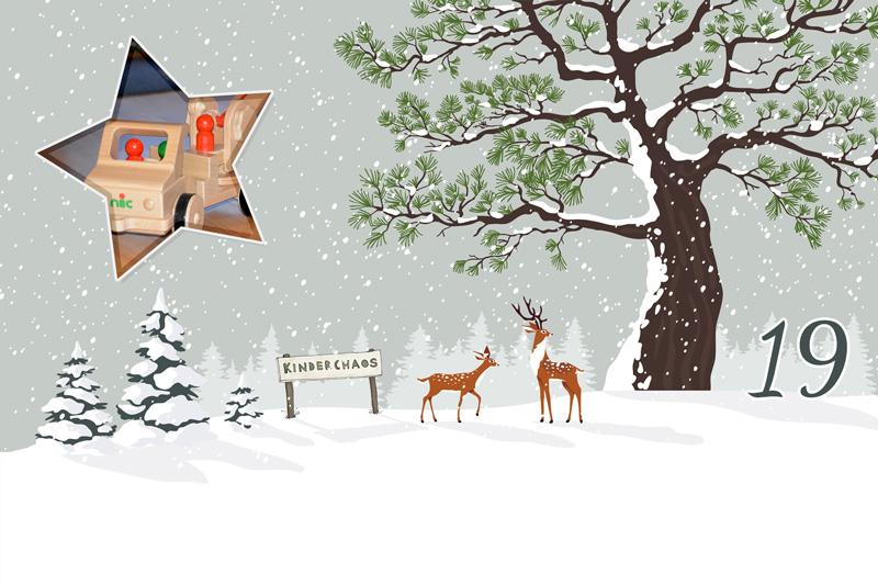 19. Adventskalendertürchen: Nic Holzspielzeug unter dem Weihnachtsbaum