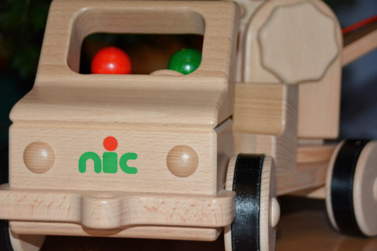 Nic Holzspielzeug Auto