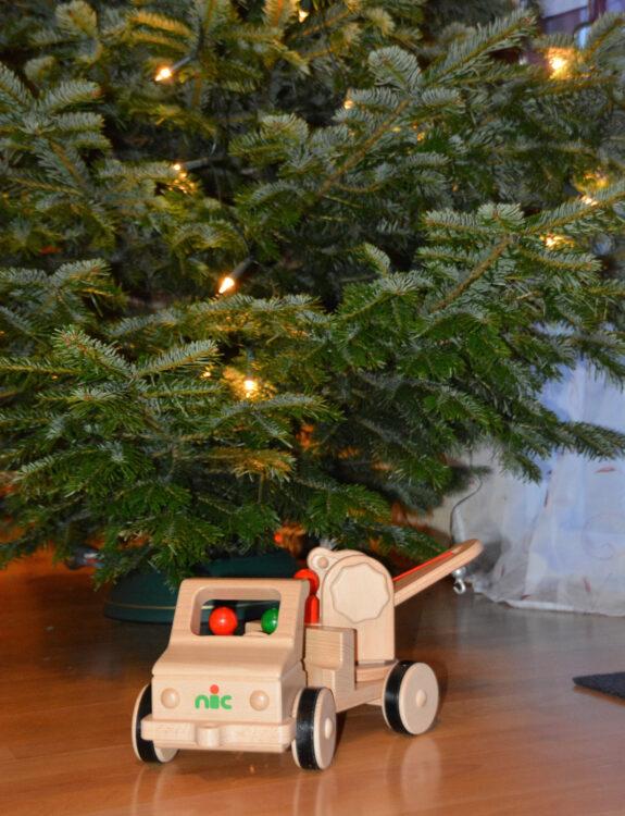 Nic Holzspielzeug unterm Weihnachtsbaum