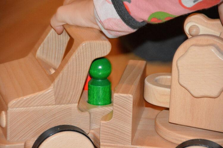 Nic Holzspielzeug Creamobil Abschleppkran