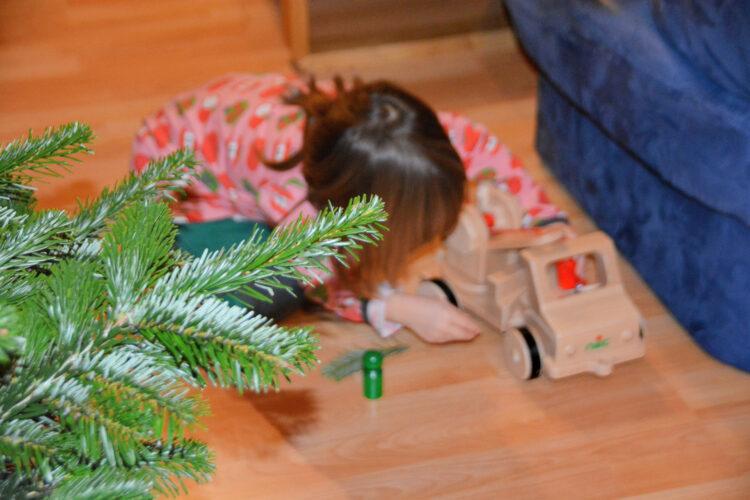 Spielen unterm Weihnachtsbaum