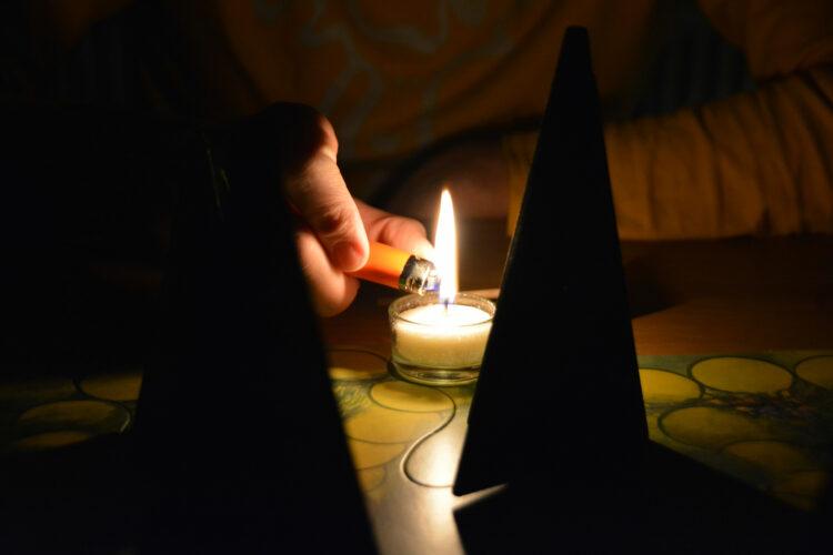 Waldschattenspiel mit Kerze