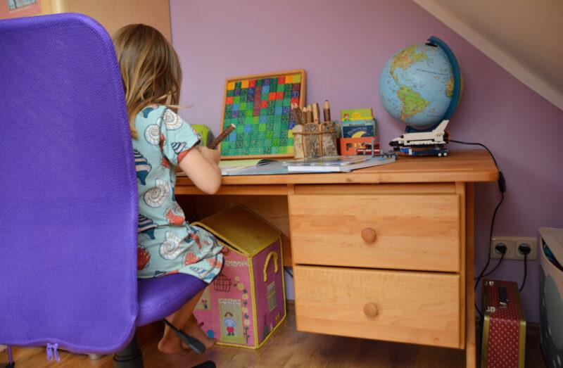 Plötzlich Vorschulkind! – Ein Kinderschreibtisch für Ellas Kinderzimmer