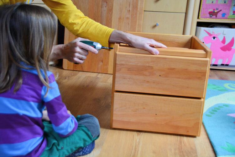 Kinderschreibtisch Emil aufbauen