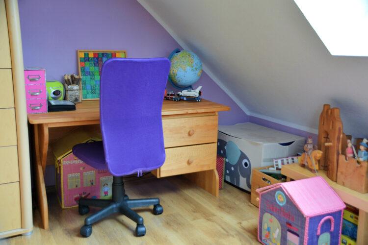 Kinderzimmer mit Kinderschreibtisch