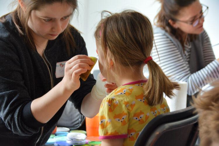 Kinderschminken beim Fuchsbande-Familientag