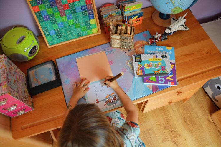 BioKinder Schreibtisch für Kinder