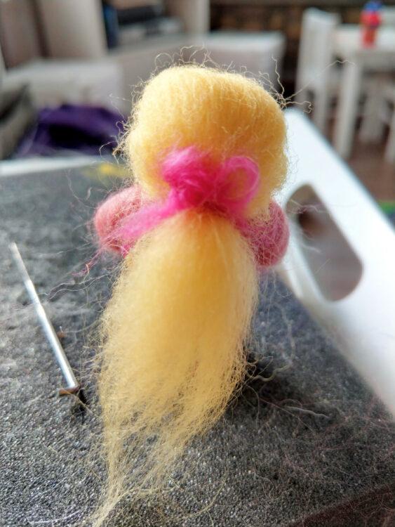 Blumenfee filzen Frisur