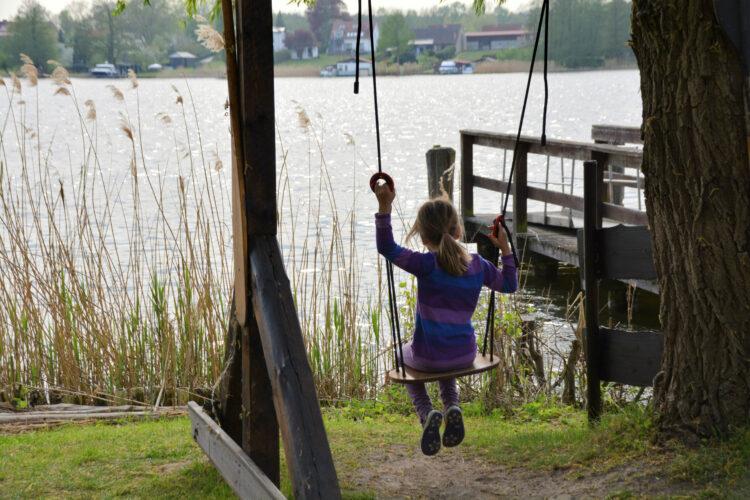 Schaukeln am Mirower See