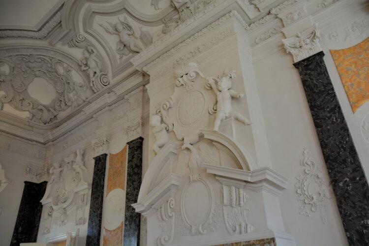 Prunkvoller Festsaal im Schloss Mirow