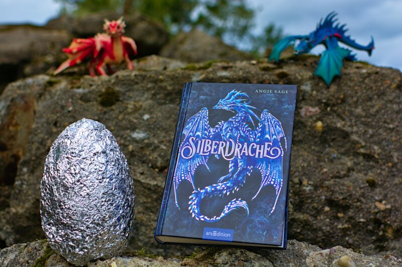 Silberdrache von Angie Sage: Zwei Welten und ein silbernes Drachenei + Gewinnspiel