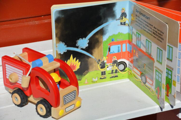 Was machen wir bei der Feuerwehr? von Nico Sternbaum