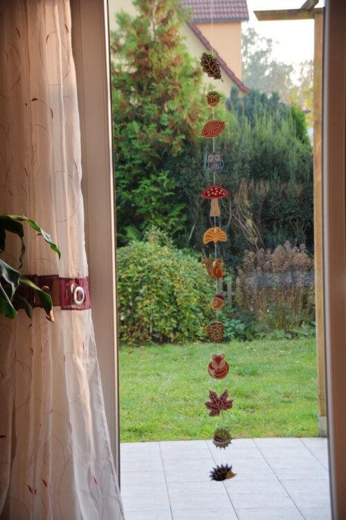Familienmomente.de Herbstgirlande aus Prickelmotiven