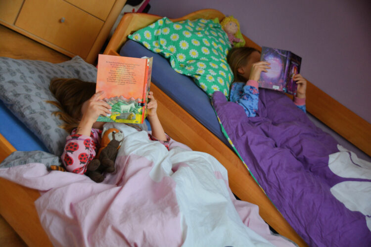 Lesezeit im neuen Bett