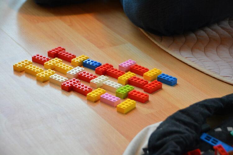Zick-Zack-Turm aus Lego