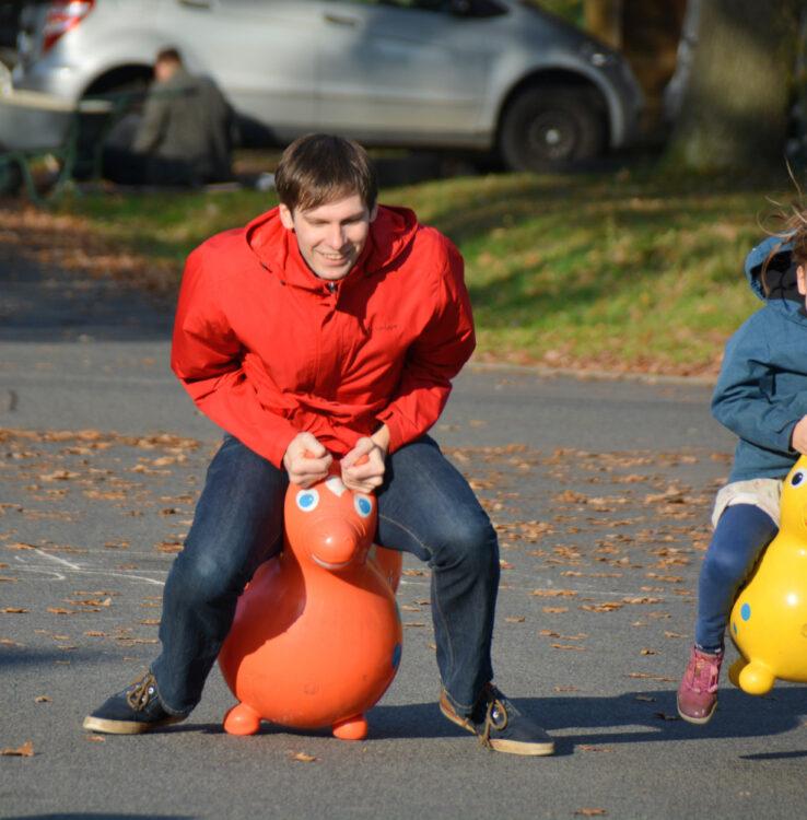 Familien-Weltrekord mit Hüpfpferden Rody